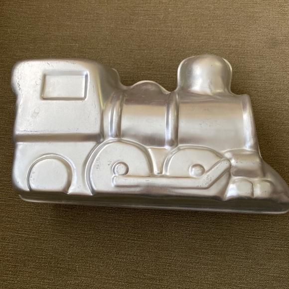 Wilton 2 piece choo choo train 3D cake mold